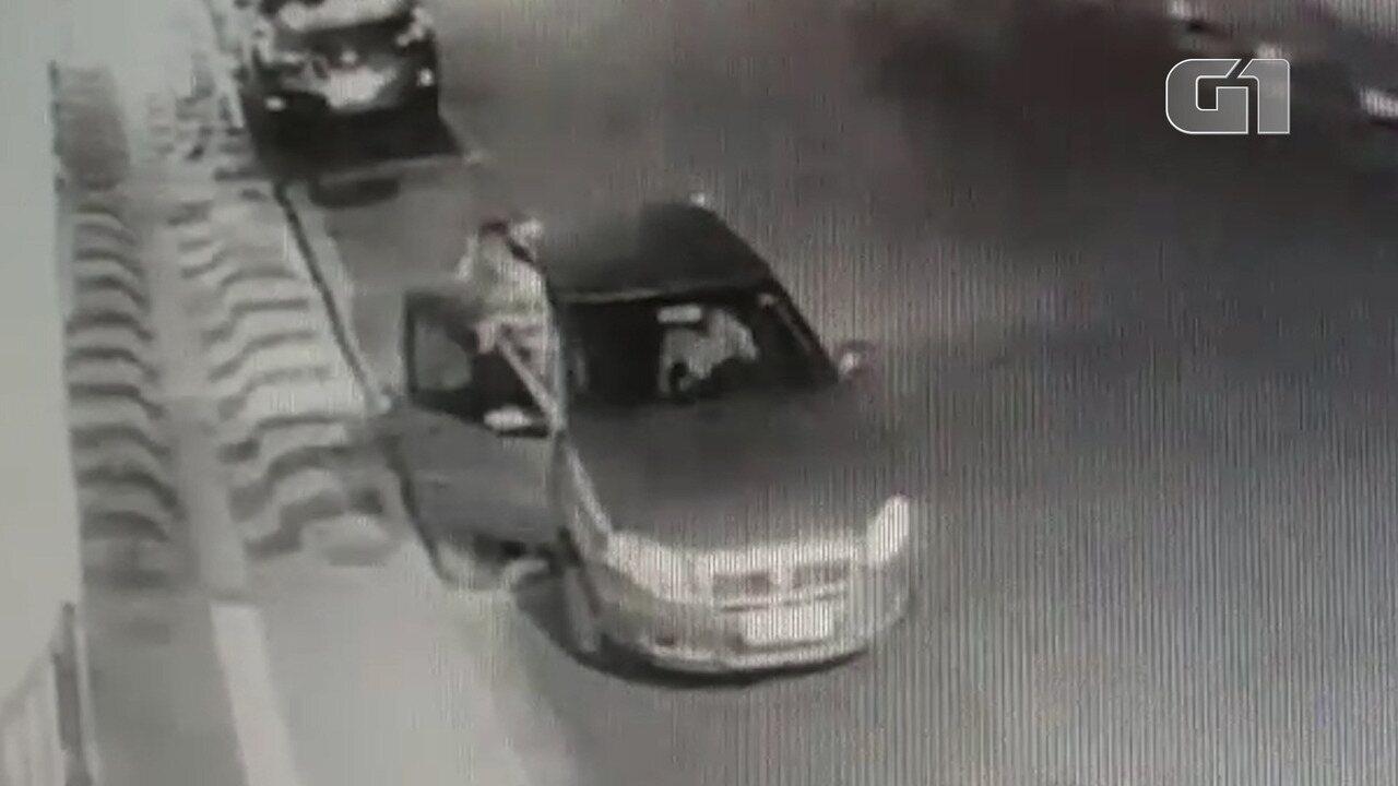 Bandido rouba cachorro em Salvador
