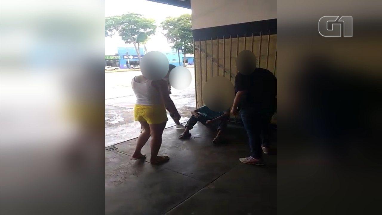 Mulheres agridem suspeito de assediar adolescente em rodoviária em Itapetininga