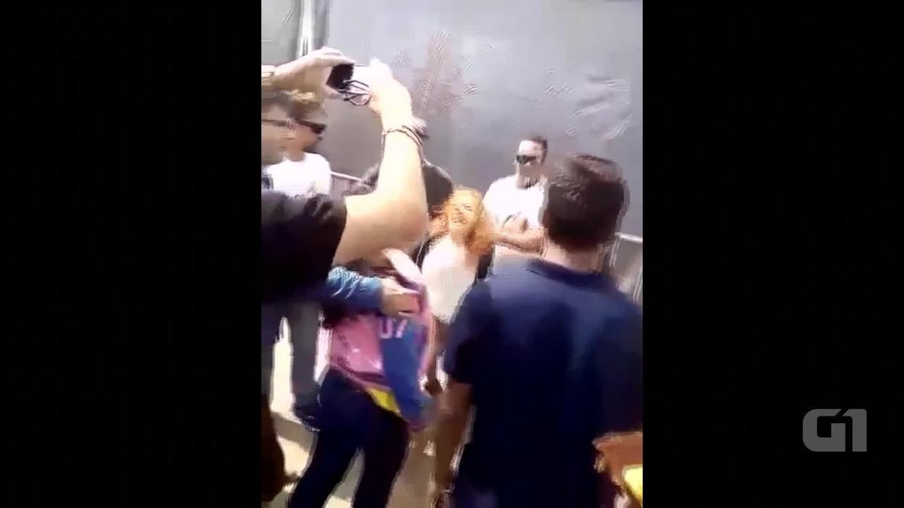 Governador Rodrigo Rollemberg é atingido por ovo em Ceilândia