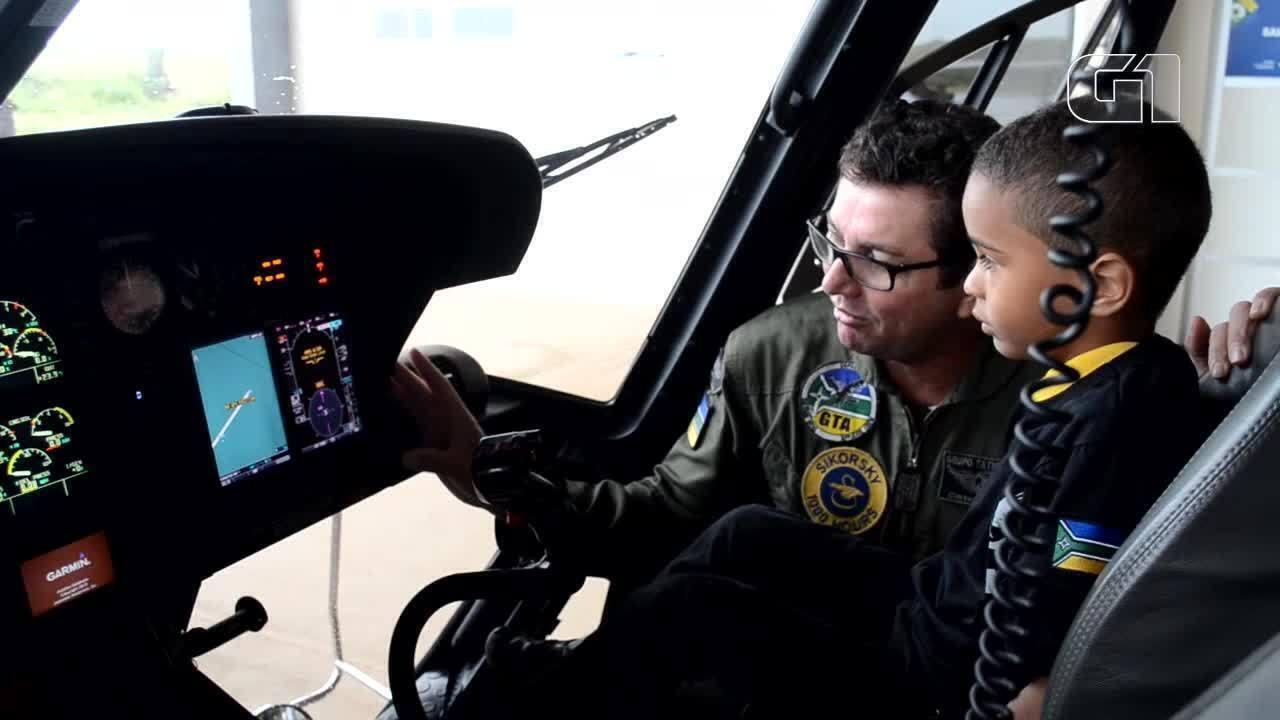 Rafael realiza sonho de conhecer o helicóptero águia do GTA