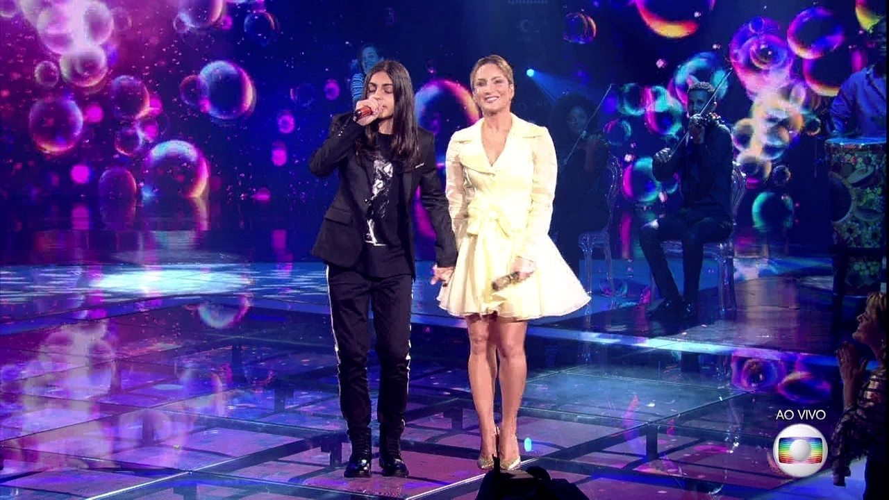 Neto Junqueira e Claudia Leitte cantaram 'Bola de Sabão' na final do The Voice Kids