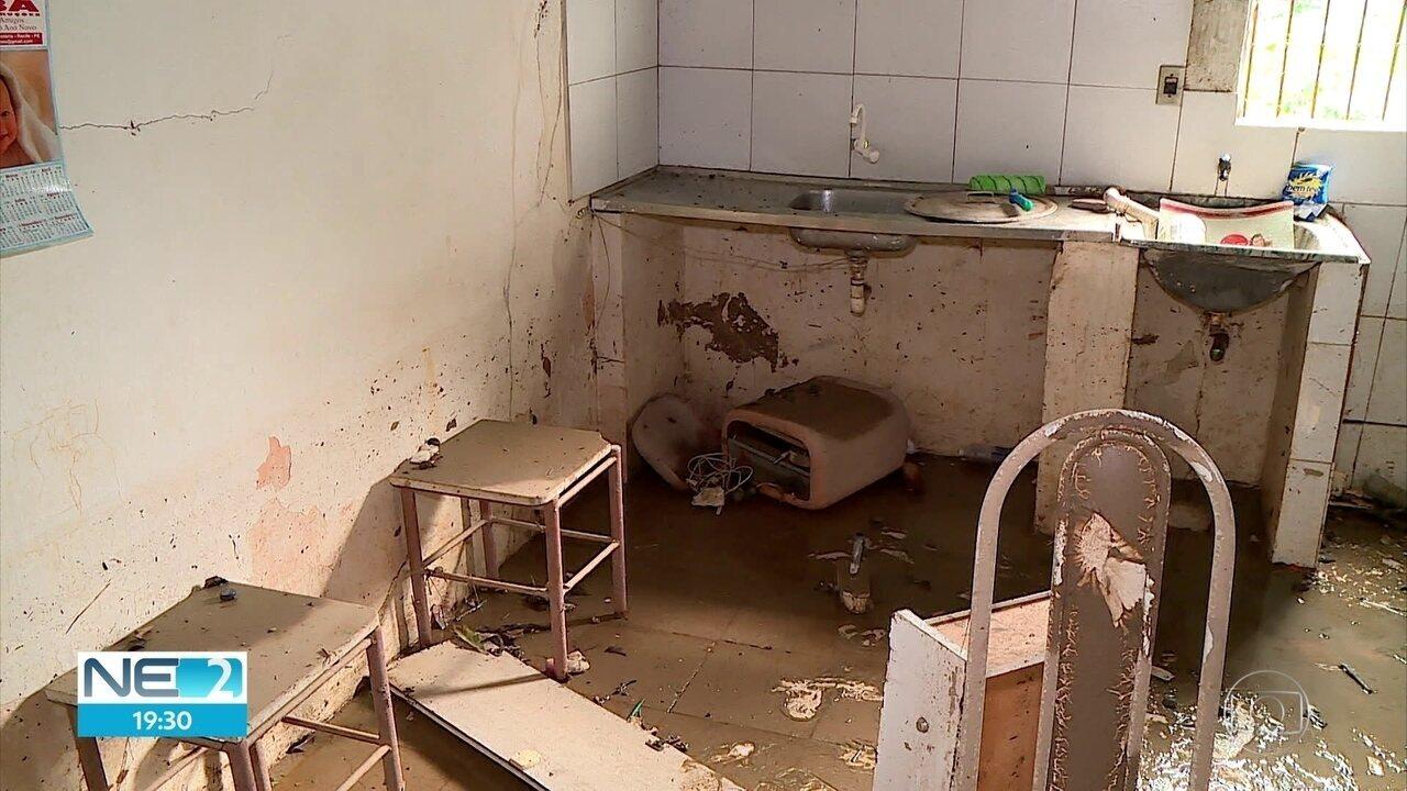 Chuva provoca prejuízos para moradores do Recife