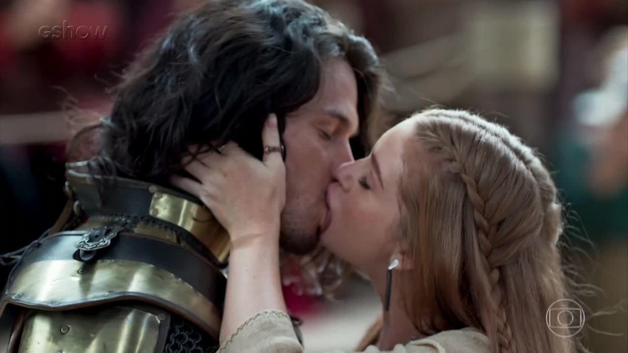 Dia do beijo: relembre os beijaços de Deus Salve o Rei