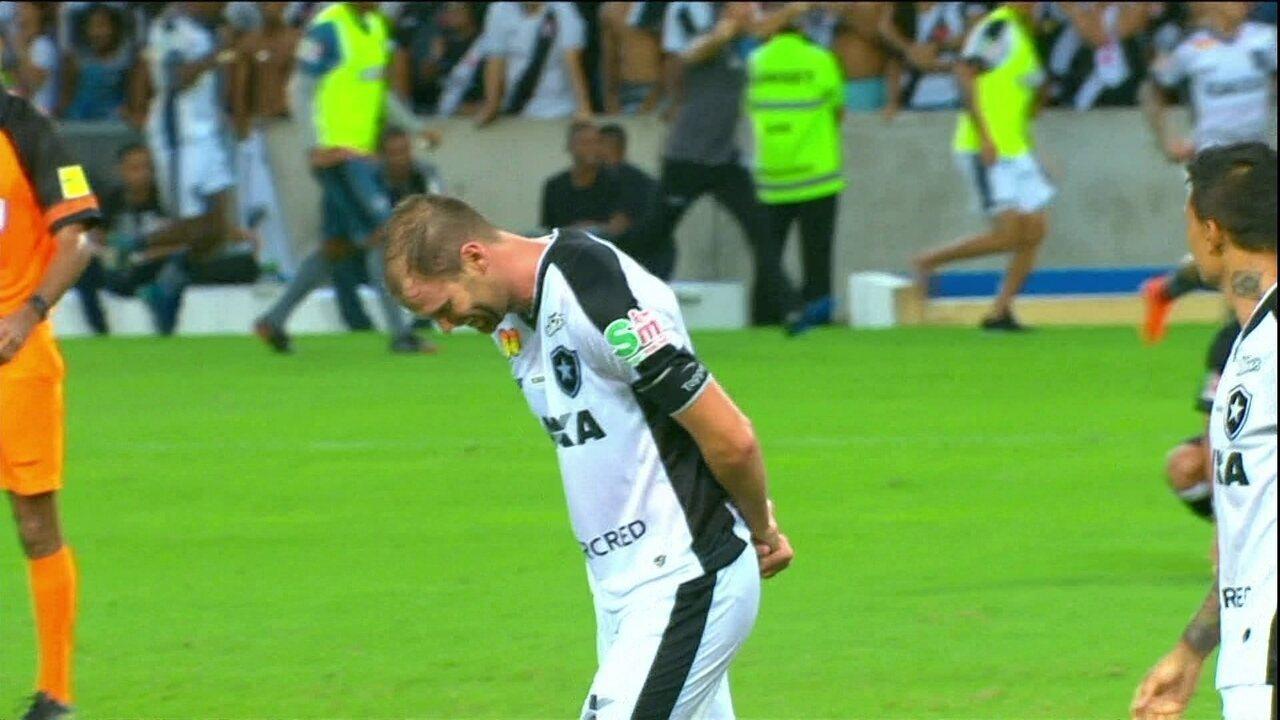 Carli explica a comemoração do gol que levou a decisão do Carioca para os  pênaltis 0083c8a154f71