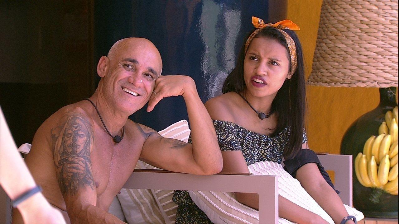 Gleici se surpreende com Ana Clara na varanda: 'Você não ia dormir?'