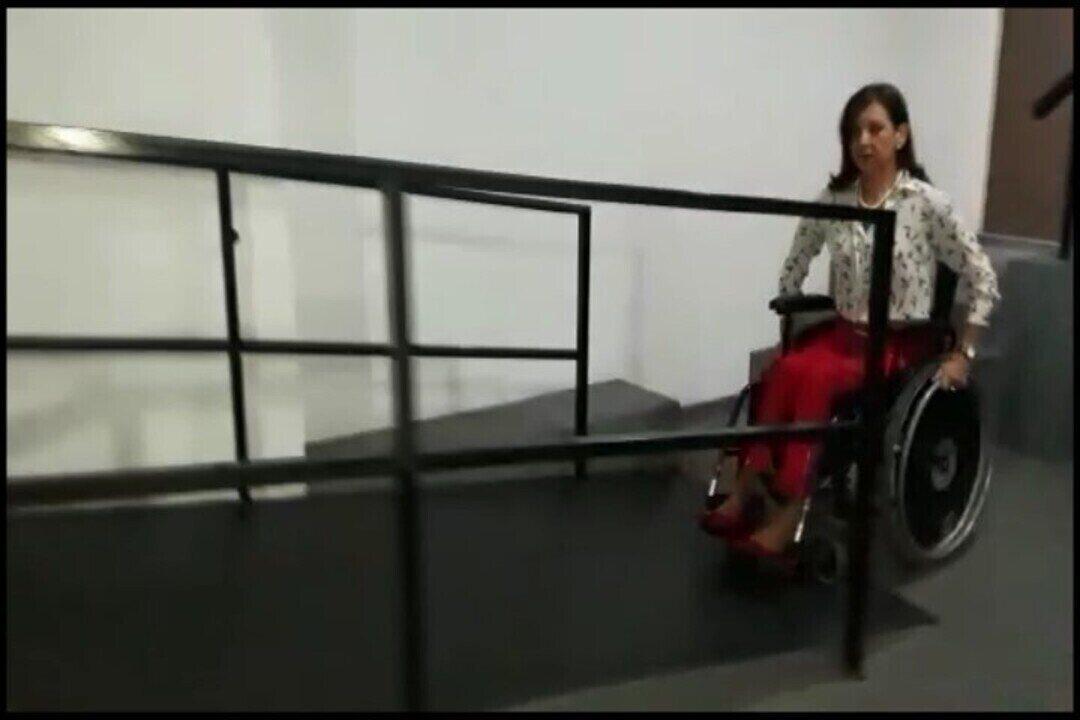 Resultado de imagem para Justiça determina que cadeirante de Juiz de Fora seja ajudada por porteiros de prédio