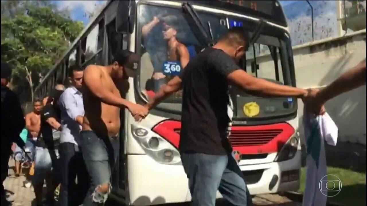 Justiça mantém prisão de 159 pessoas que estavam numa festa em Santa Cruz, no Rio
