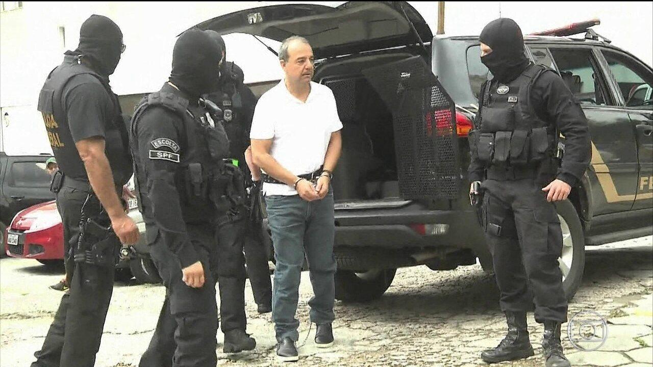 Sérgio Cabral chega ao Rio após ser transferido de presídio no PR