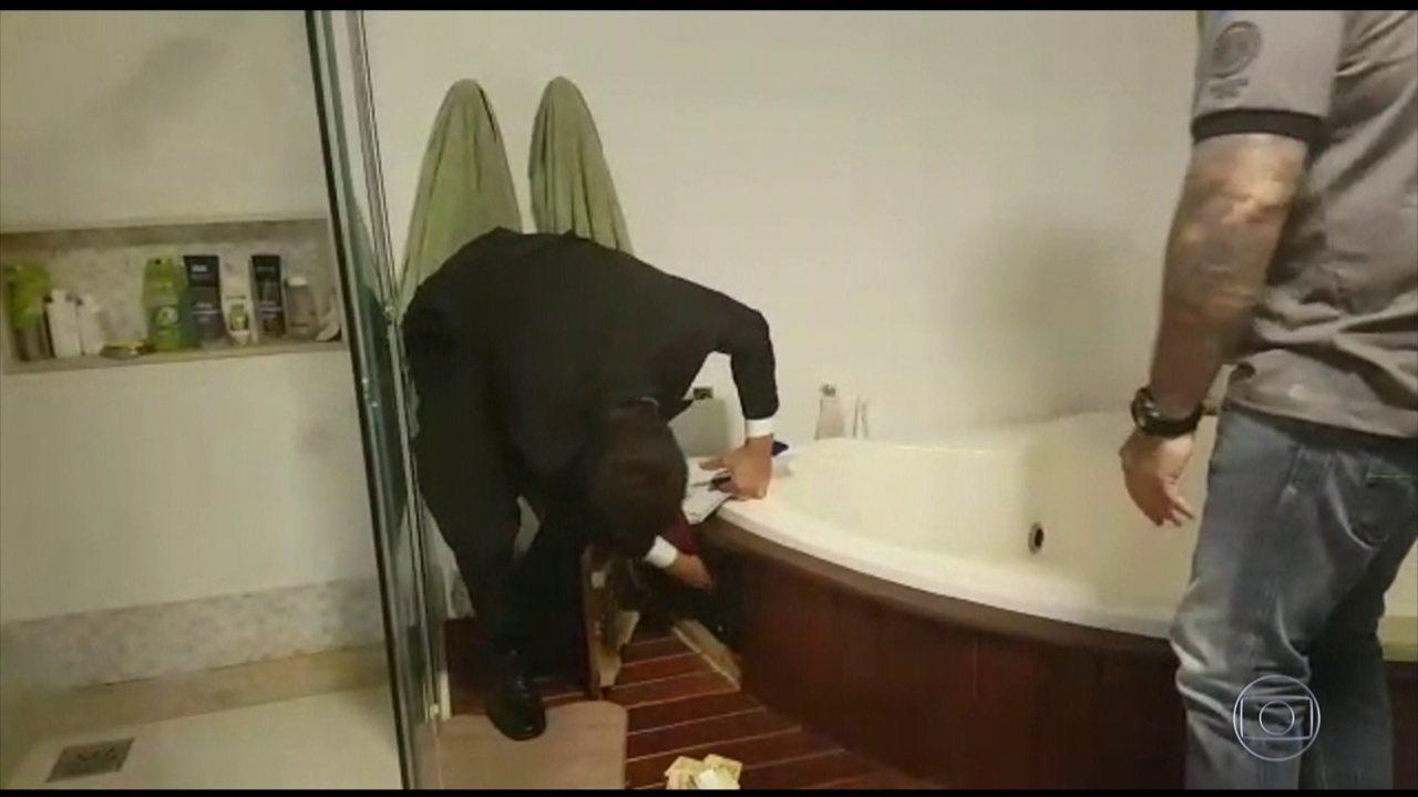 Presidente da Câmara de Vereadores de Petrópolis escondia 155 mil reais numa banheira