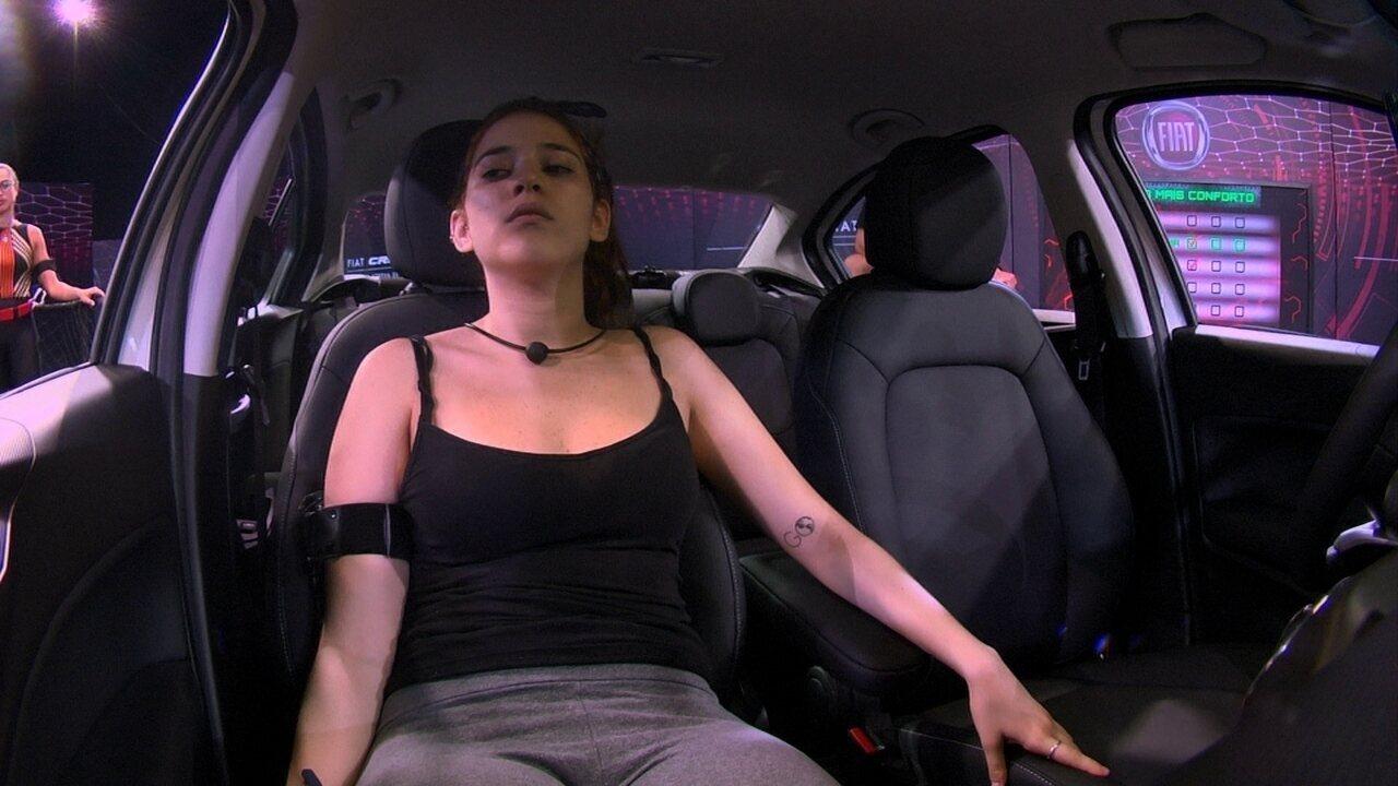 Ana Clara aperta o botão vermelho pela segunda vez