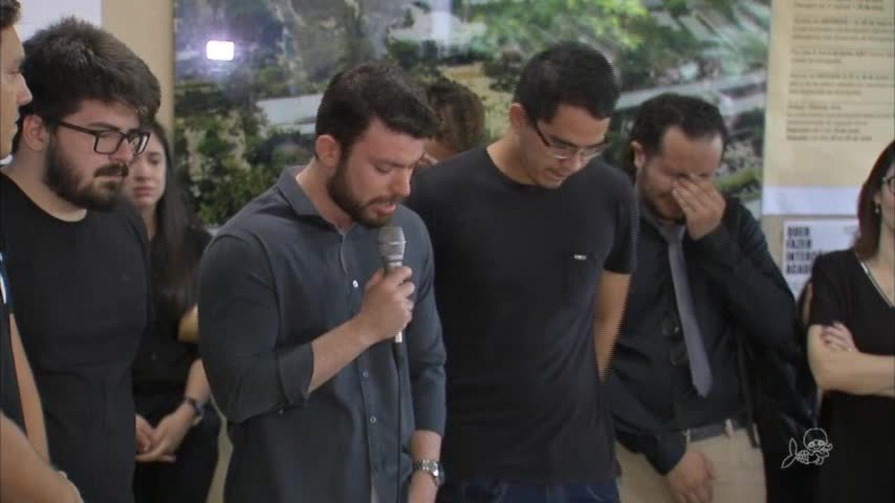 Amigos homenageiam estudante assassinada em Fortaleza