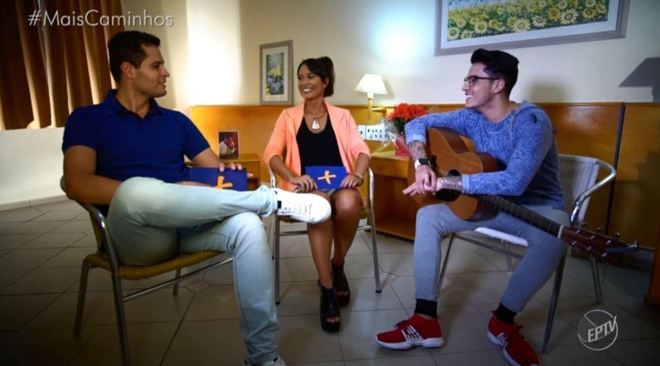 Pedro Leonardo e Cris Ikeda batem um papo com o cantor Jefferson Moraes