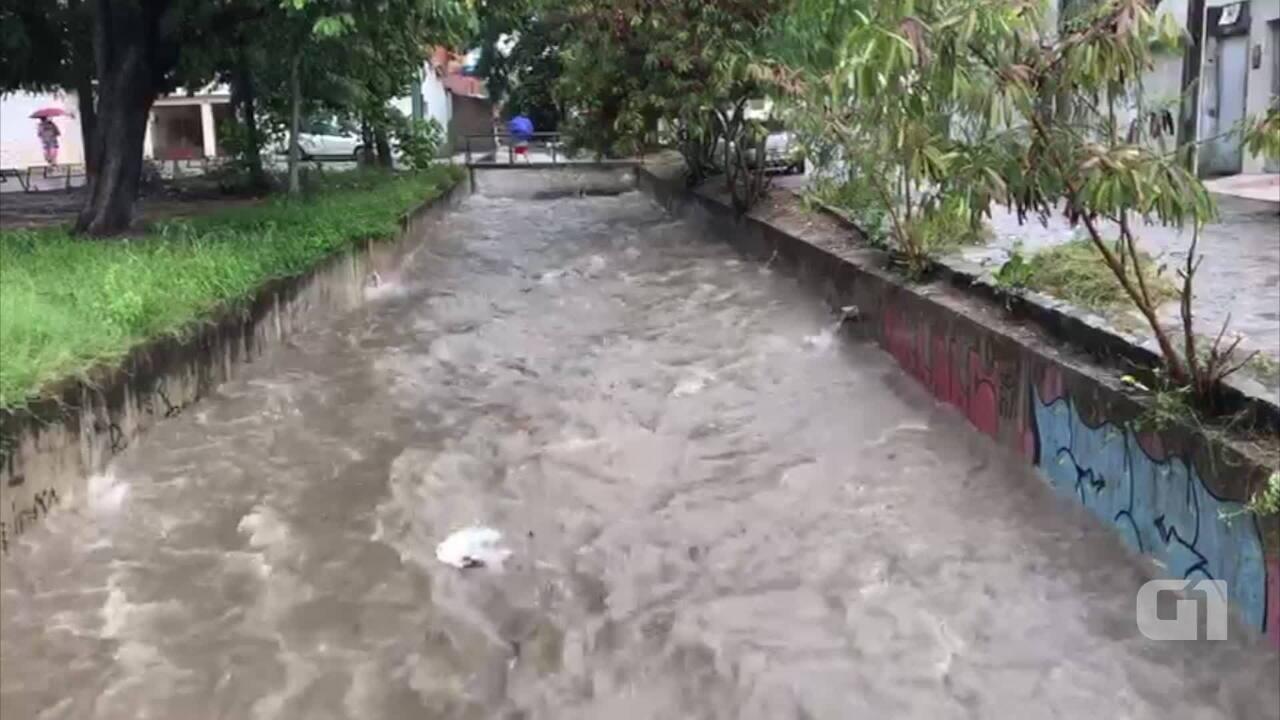 Chuvas registradas em Caruaru na tarde desta sexta-feira (13)