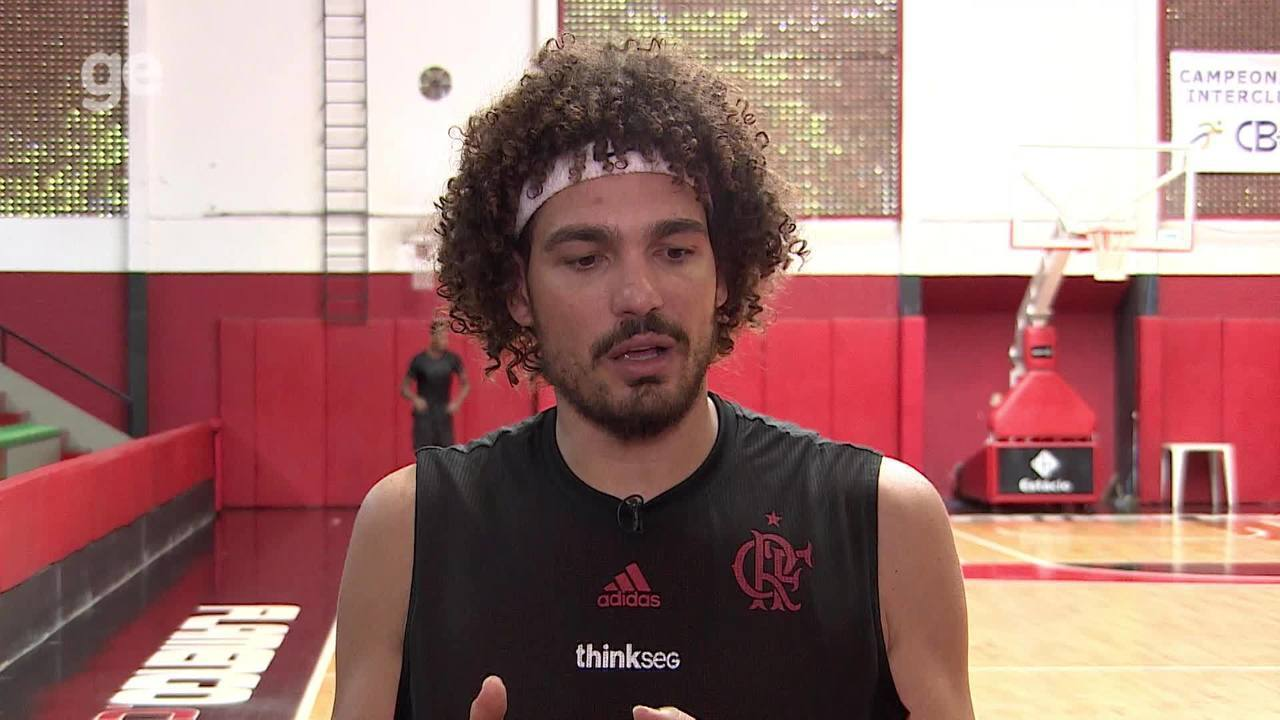 Anderson Varejão fala porque voltou ao Brasil, playoffs da NBB e diz que amadureceu