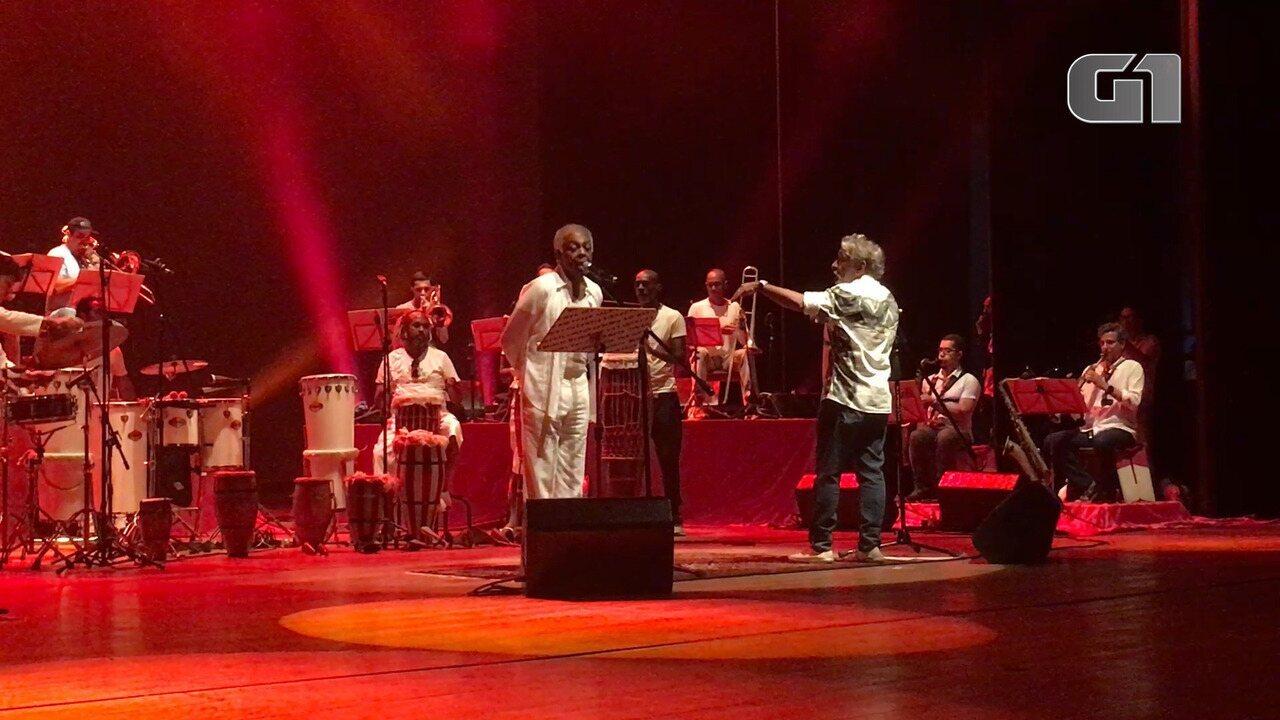 G1 acompanhou ensaio de Gilberto Gil, maestro Letieres Leite e a Orkestra Rumpilezz, no TCA.