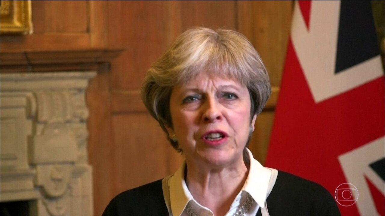 "Theresa May diz que ataque contra a Síria era ""a coisa certa a fazer"""