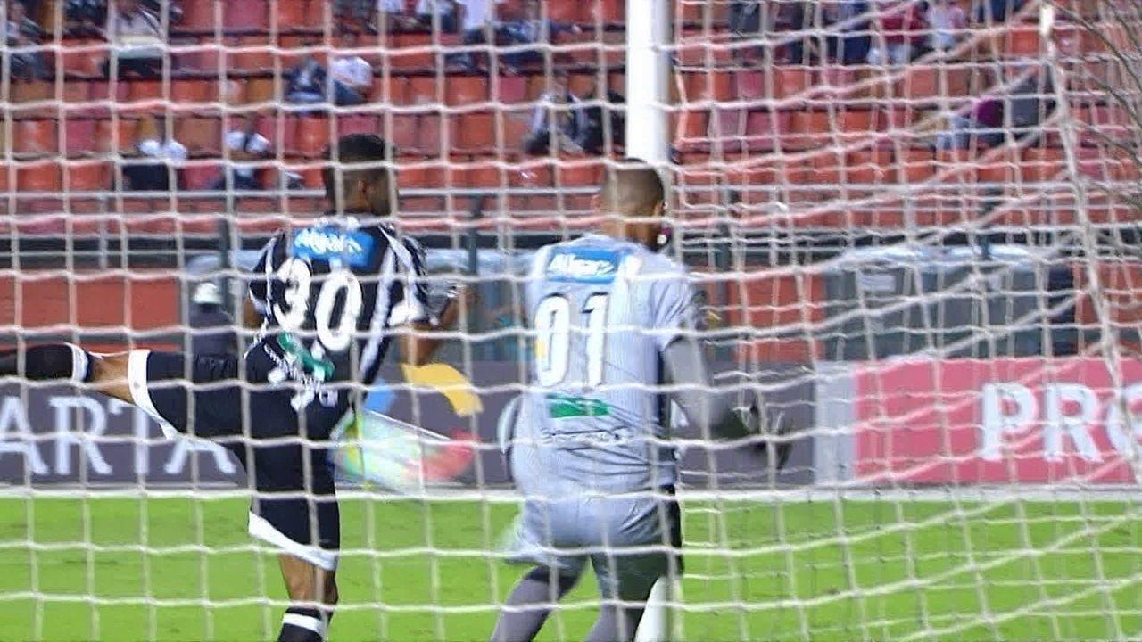 Gol do Santos! Dodô desvia cruzamento, goleiro tira, bola bate em Pio e entra aos 41 do 1º tempo