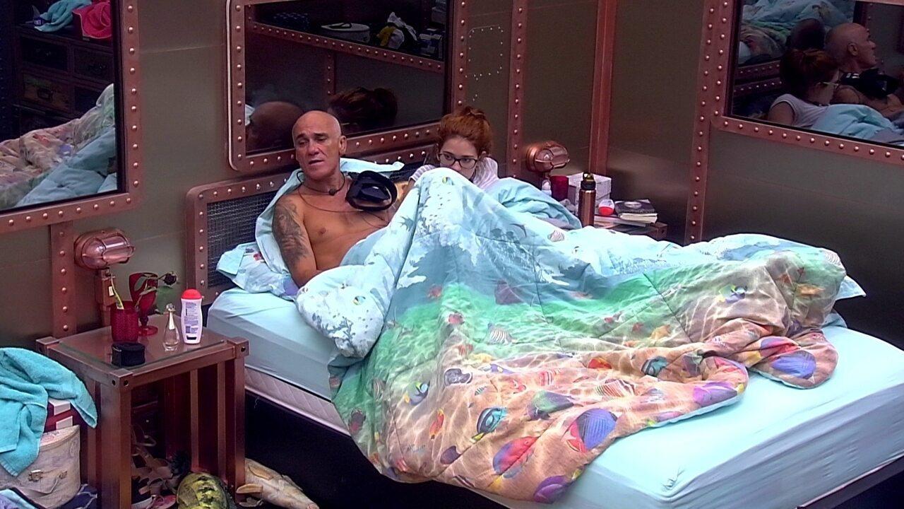 Ana Clara promete a Gleici e Paula: 'Vou levar vocês ao Maracanã'