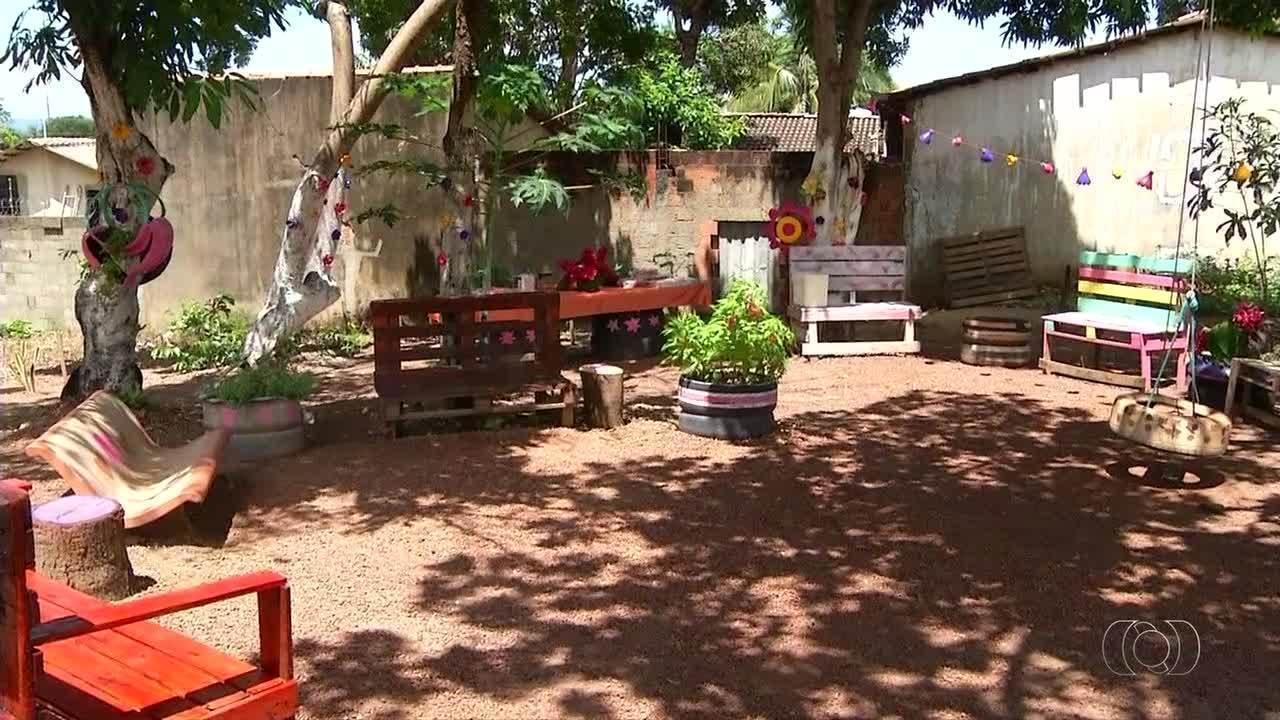 Bora Ali mostra moradores que transformaram espaço vazio de quadra em ambiente de lazer