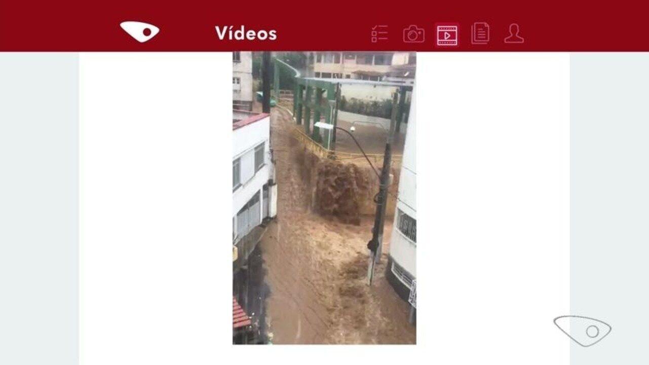 Chuva inunda quadra de escola de samba em Vitória