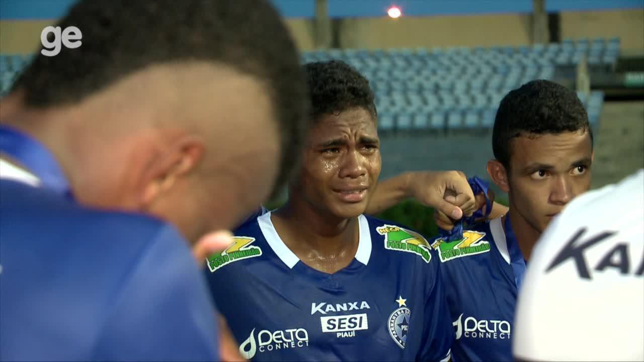 Presidente do River-PI consola jogadores do Parnahyba depois de vice-campeonato