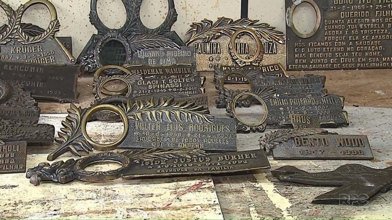 Três homens são presos por furto de lápides de bronze em cemitério de Ponta Grossa