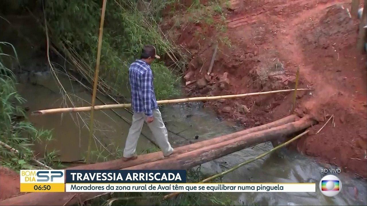 Moradores de zona rural de Avaí precisam usar pinguela para sair da região