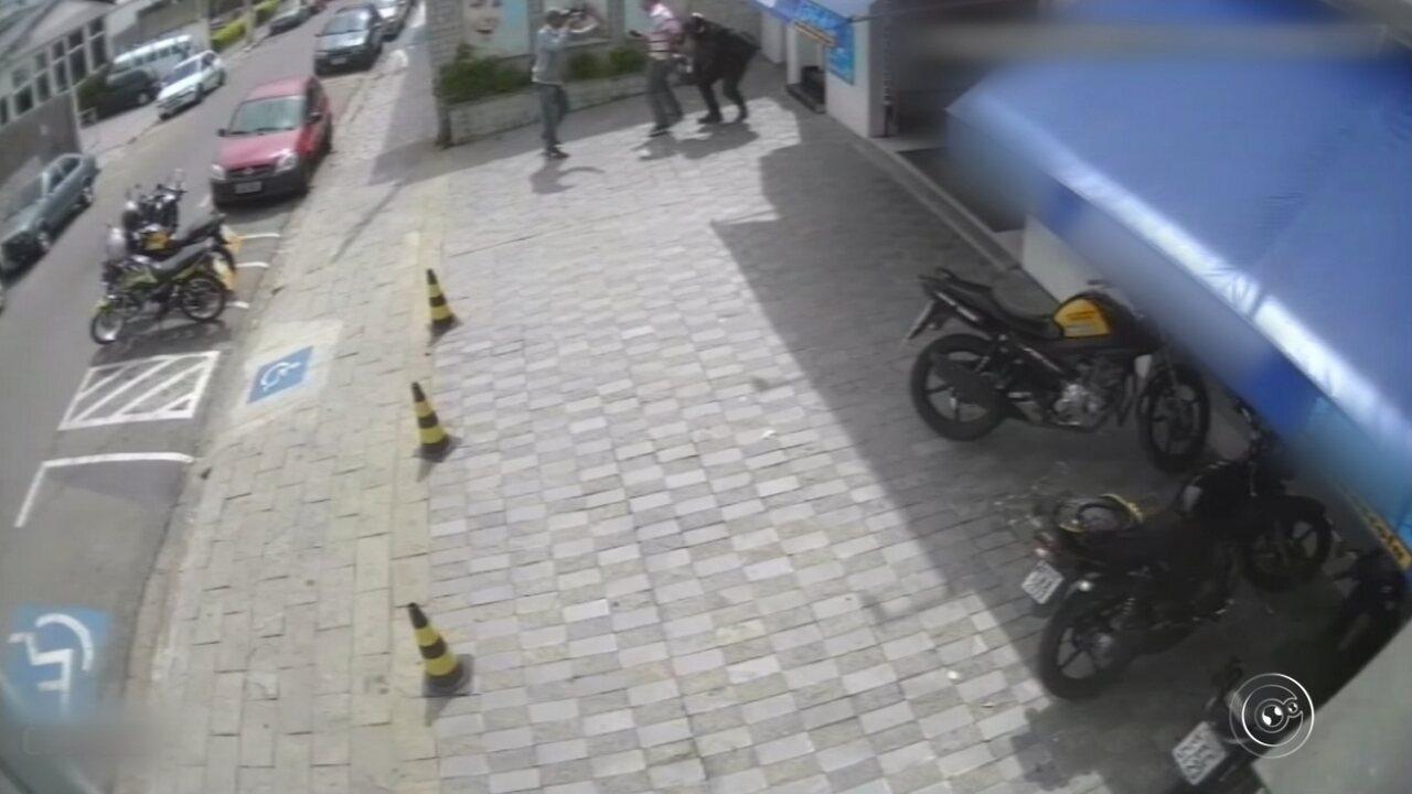 Câmeras de segurança registram assalto no Centro de Campo Limpo Paulista