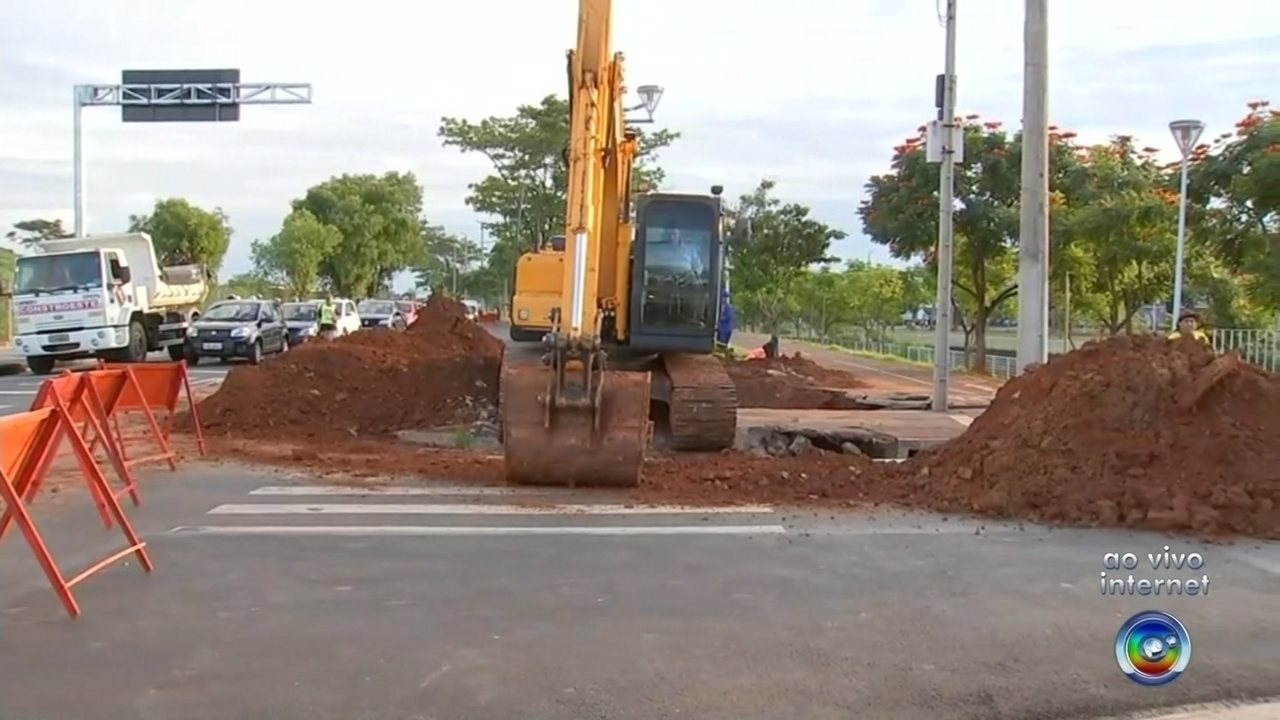 Trânsito na ponte Maria Benta é interditado para obras de reparos na rede de esgoto