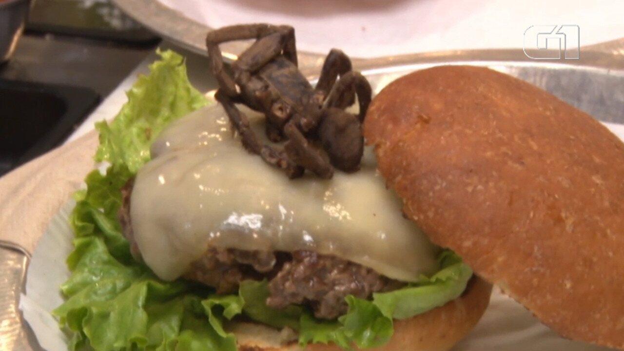 Restaurante oferece hambúrguer com recheio de aranha nos EUA