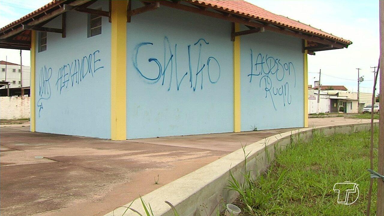 Vândalos têm pichado e deteriorado patrimônios públicos de Santarém