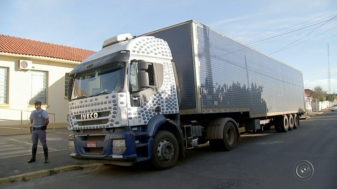 eb52447a97c Sistema de rastreamento ajuda polícia a localizar caminhão sequestrado por  criminosos