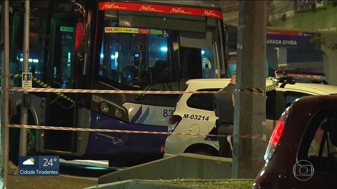 Três pessoas morrem durante arrastão em ônibus