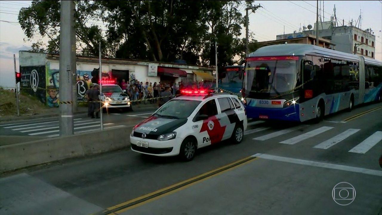 Polícia investiga assalto a ônibus que terminou com 3 mortos em SP