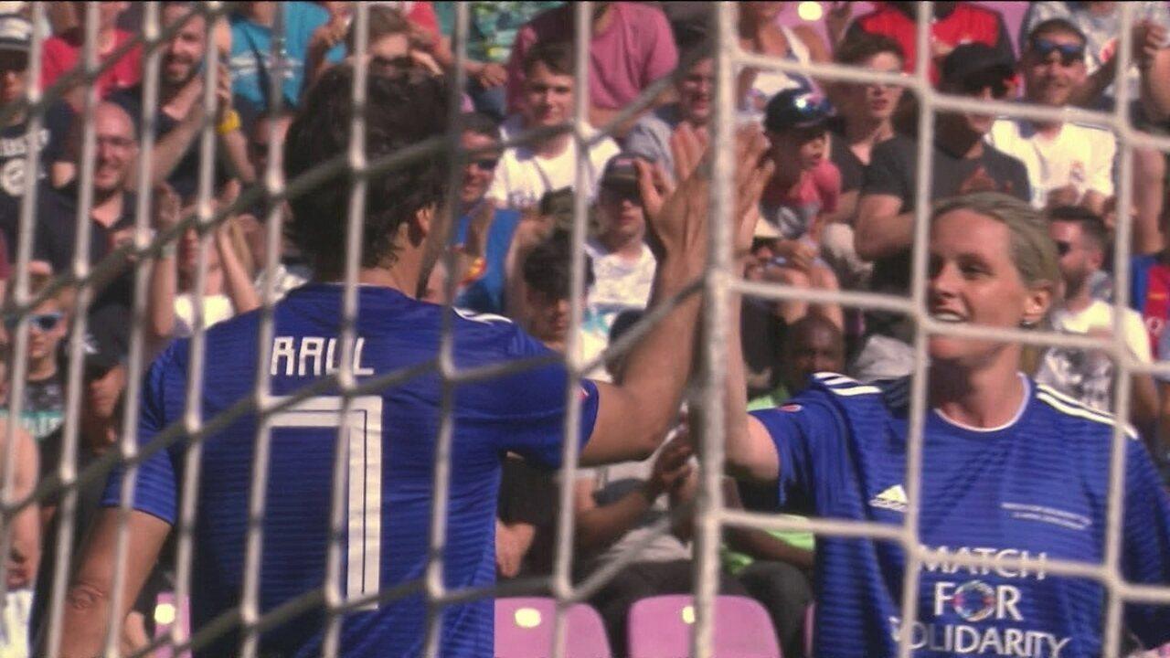 Os gols de Amigos de Ronaldinho 3 x 4 Amigos de Figo em amistoso beneficente