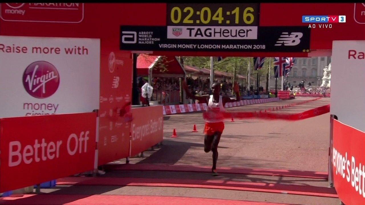 Eliud Kipchonge, do Quênia, vence a Maratona de Londres