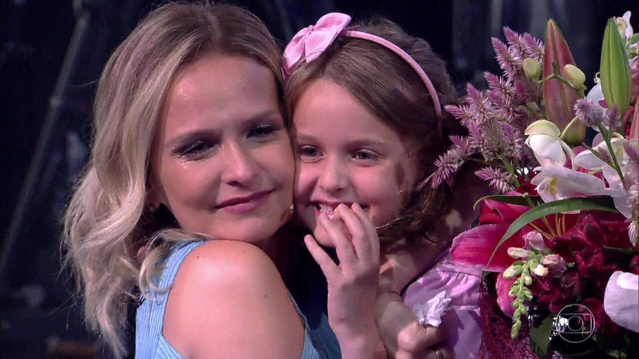 Fernanda Rodrigues recebe homenagem especial no palco do Tamanho Família