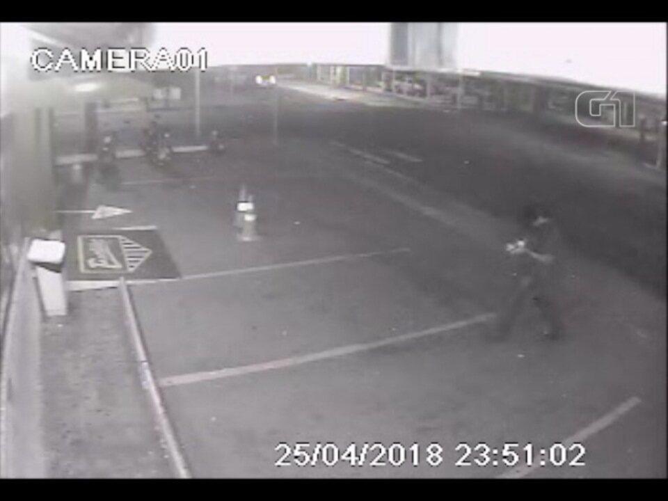 Vídeo mostra momento em que jovem é atropelado na faixa de pedestres em Campo Grande