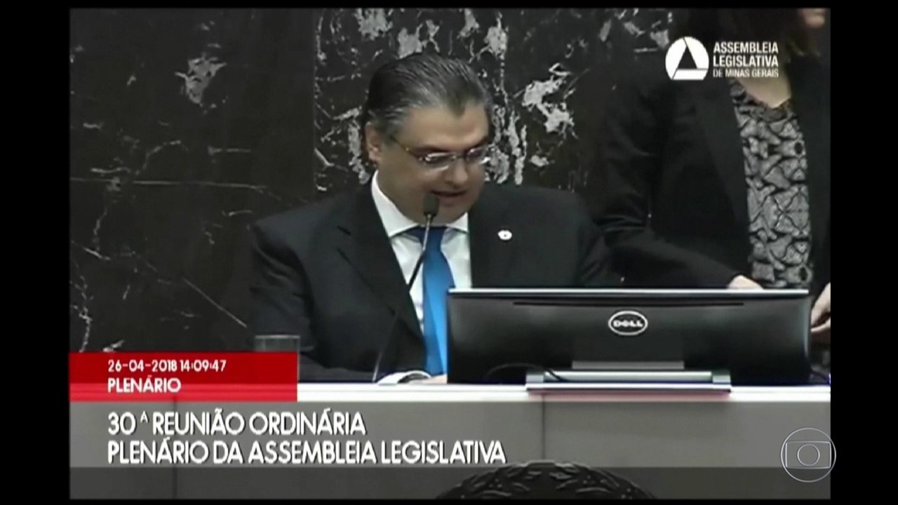 Assembleia de Minas aceita pedido de impeachment contra Pimentel