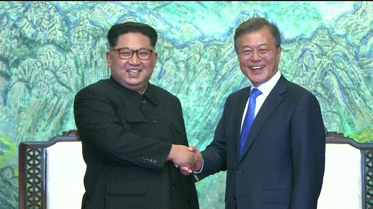 Encontro de Kim Jong-Un e Moon Jae-In foi marcado por gestos simbólicos
