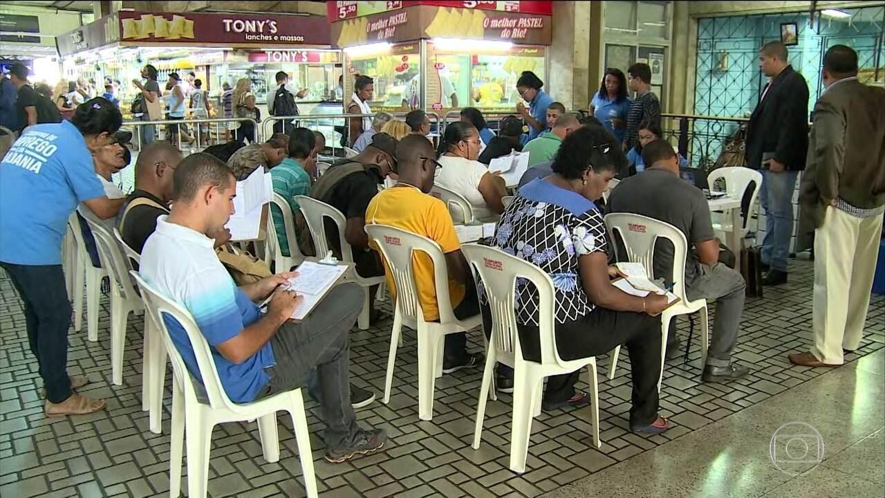Desemprego volta a subir e atinge quase 13,7 milhões de brasileiros, diz IBGE