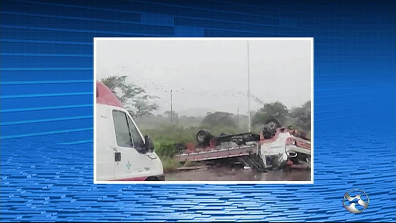 Image result for Caminhão e carro capotam em acidentes na BR-232, em Bezerros