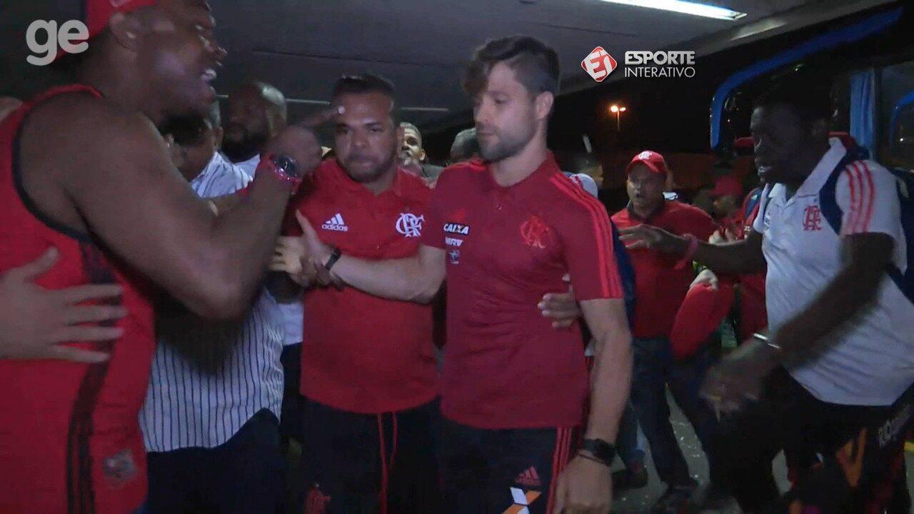 Jogadores do Flamengo são agredidos em protesto no embarque para Fortaleza