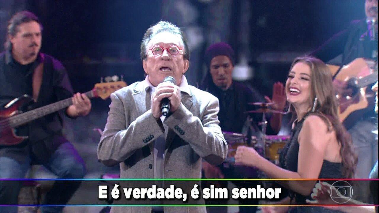 Moacyr Franco canta seus clássicos no palco do Domingão
