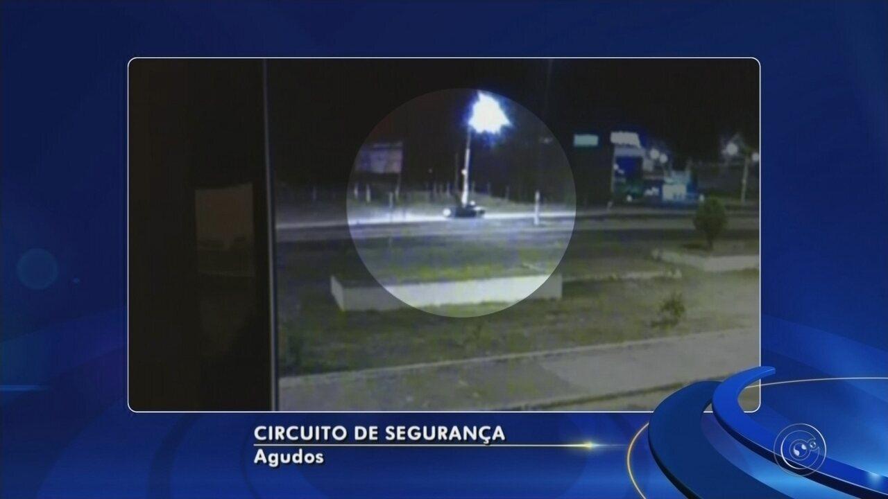 Motorista de 40 anos morre após capotar carro em avenida de Agudos