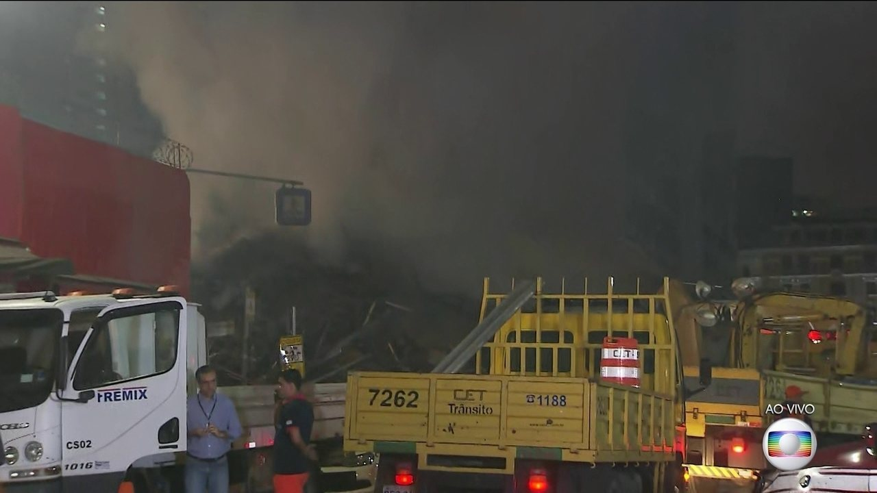 Bombeiros evitam equipamentos temendo novos desabamentos