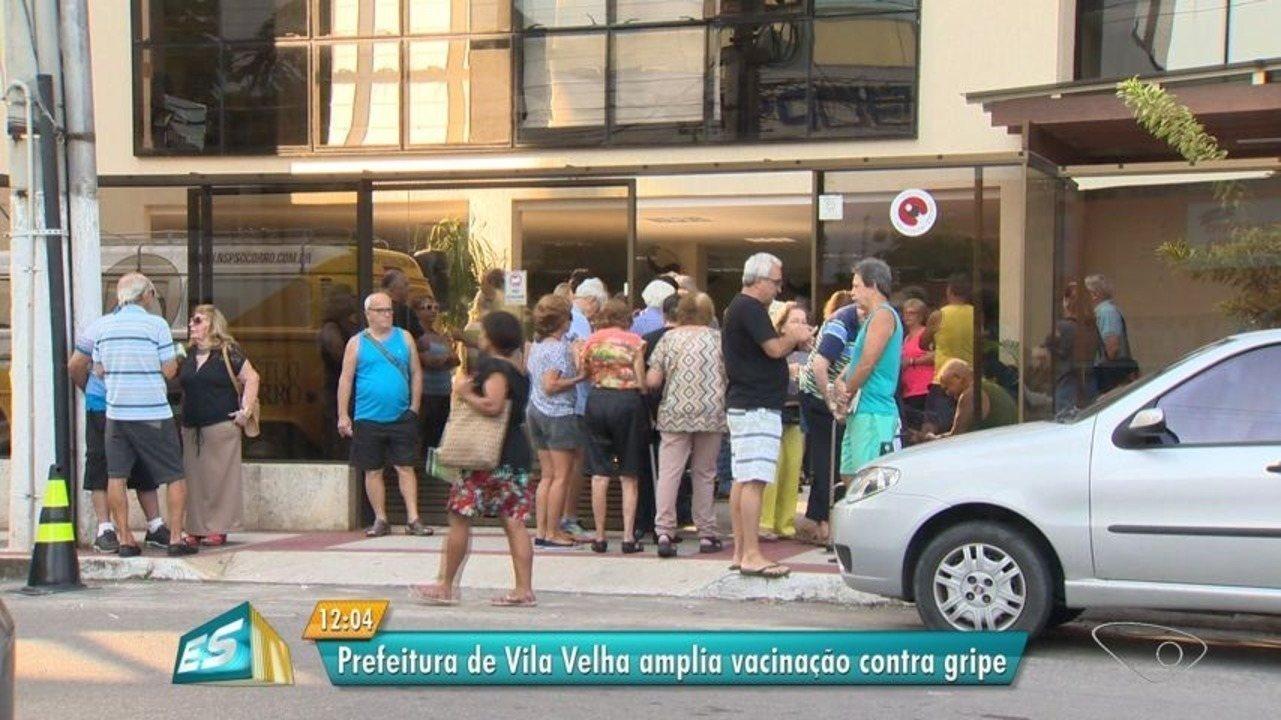 Centenas de pessoas procuram vacina contra a gripe em Vila Velha, no ES