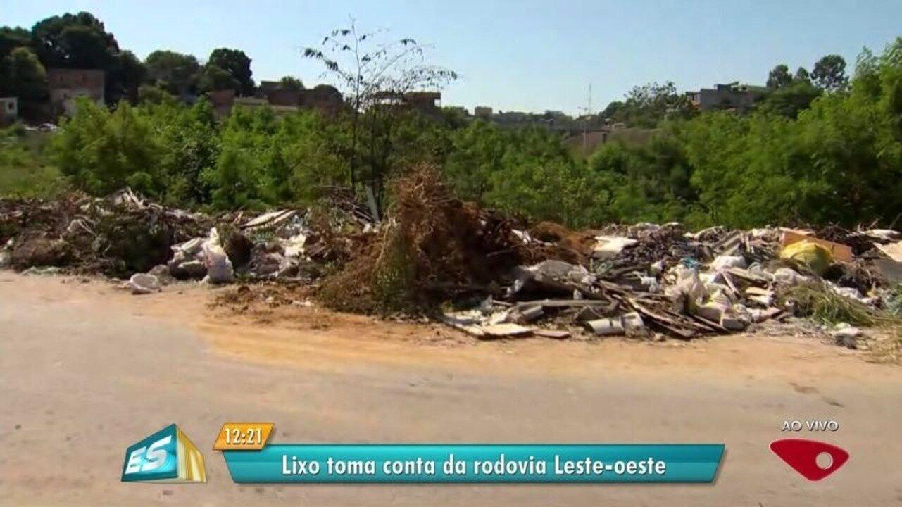 Lixo às margens da Rodovia Leste-Oeste incomoda população de Cariacica, no ES