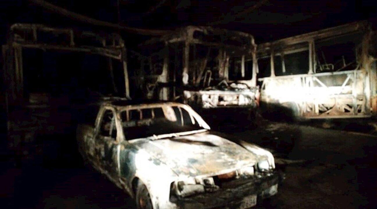 Incêndio atinge seis veículos em galpão de empresa de transportes em Cataguases