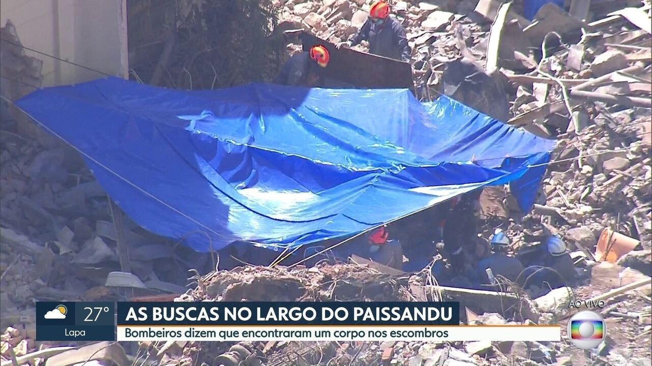 Bombeiros encontram um corpo nos escombros do prédio no Largo do Paissandu